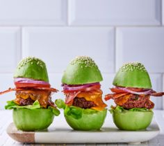 Who needs a bun if you can have your burger fillings wrapped in avocado? Burgers, Beef Recipes, Avocado, Yummy Food, Canning, Hamburgers, Meat Recipes, Lawyer, Delicious Food