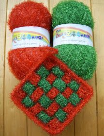 Scrubber & Scrubber Yarn: Square-Grid Dish Scrubbies Crochet Dishcloths, Crochet Granny, Crochet Stitches, Knit Crochet, Scrubby Yarn, Mason Jar Crafts, Holidays And Events, Flower Patterns, Christmas Stockings