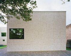 »Architekten und WDVS – eine Hassliebe?« fragten wir im Herbst bei einem gemeinsam mit Saint-Gobain Weber veranstalteten Webkongress. Unabhängig von der WDVS-Problematik bei gestalterisch schützenswerten Fassaden zeigt diese Zusammenfassung der Pro- und Contrastimmen sowie der Erwartungen und...