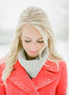 I was perfectly happy bidding farewell to all things winter for the season. But thenKT Merrysent along this snowy Chicago e-sesh and I suddenly changed my tune. Complete with flurries and romance, cozy fashion and one adorable fur baby, this