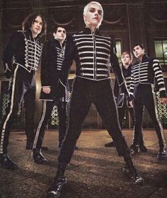 My Chemical Romance Gerard way black parade Mcr t Rock Chic, Glam Rock, Rock Bands, Emo Bands, Music Bands, Good Charlotte, Asking Alexandria, Black Parade Jacket, Music Stuff