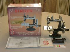MINT CUTE RARE ANTIQUE VINTAGE SINGER K-20 TOY SMALL CHILD SEWING MACHINE 20 -ebay