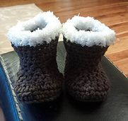 Free crochet pattern for these beautiful baby winter booties Perfect unisex boot for a baby boy or girl
