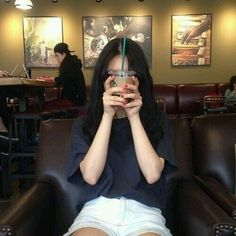 Ulzzang, aesthetic, and coffee image Ulzzang Korean Girl, Cute Korean Girl, Ulzzang Couple, Asian Girl, Grunge Style, Soft Grunge, Ulzzang Fashion, Korean Fashion, Uzzlang Girl