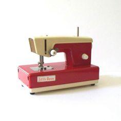 Sewing Machine / Máquina de coser