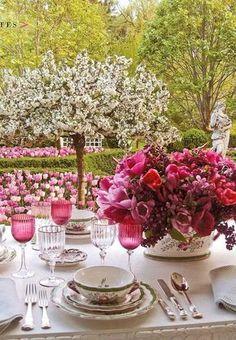 ~Carolyne Roehms garden & her veranda set for a party in spring-so beautiful!