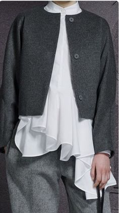 Risultati immagini per viktor and rolf 2014 Grey Fashion, Boho Fashion, Fashion Looks, Womens Fashion, Fashion Trends, Kinds Of Clothes, Clothes For Women, Chic Outfits, Fashion Outfits