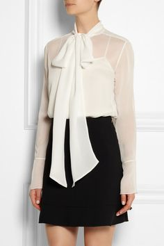 Chloé Bow chiffon blouse from Net a Porter, cute shorter bow. Sexy Blouse, Bow Blouse, Ladies Of London, Satin Blouses, Business Outfits, Dress To Impress, High Fashion, Short Dresses, My Style