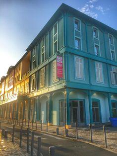 Lever du soleil autour du Centre Commercial de la Cour Perrinon à Fort-de-france #martinique #mall #colours  (photo : Gery Valy)