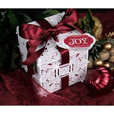 FSL Lace Gift Box - freestanding lace embroidery