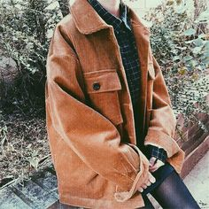 want this oversized jacket Fall Fashion Trends, Winter Fashion, Oversized Jacket, Thrift Fashion, College Outfits, Winter Outfits, Retro, Cute Outfits, Street Style