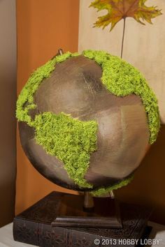 painted this basic globe a metallic hue then glued faux-moss over the continents for a trendy, upscale piece of table decor. Globe Art, Globe Decor, Fleur Design, Moss Art, Moss Garden, World Globes, Antique Toys, Diy Art, Decoration