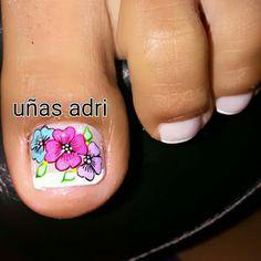 Summer Toe Nails, Fun Nails, New Nail Art Design, Nail Art Designs, Pedicure Designs, Toe Nail Art, Triangles, Finger, Lily