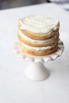 Easiest Ever Mini Naked Cakes Mini Vanilla Cake Recipe, Chocolate Fudge Frosting, Basic Cake, Little Cakes, Mini Cakes, Yummy Cakes, Cake Recipes, Delish, Sweet Tooth