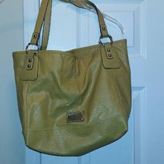 SALENine west purse In great condition. No stains. Mustard yellow Nine West Bags Shoulder Bags