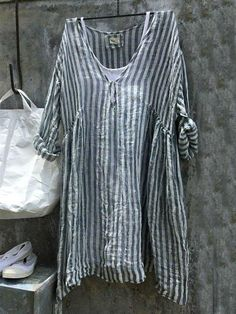 Casual V-Neck Sleeve Striped Plus Size Bat Sleeve Tops Ropa Shabby Chic, Mode Outfits, Fashion Outfits, Latest Fashion For Women, Womens Fashion, Quoi Porter, Linen Tshirts, Maxi Robes, Plus Size Shirts