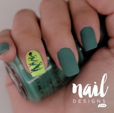 Holiday nail art designs are not only limited to the usual Santa Claus drawing or the like. You'll truly love trying out these pretty and chic designs! Holiday Nail Designs, Cute Nail Art Designs, Simple Nail Designs, Nail Art Diy, Easy Nail Art, Diy Nails, Christmas Tree Nail Art, Holiday Nail Art, Instagram Nails