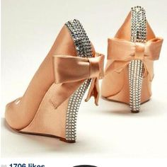 Ummm....YESSSSS! :D Every girl should have these. I bet they'd be hott in red, or gorgeous in a royal blue.