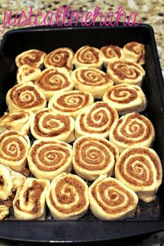 Easy Cinnamon Rolls - no yeast needed. These look ah-mazing!!!