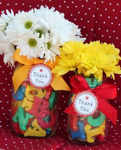 Cute thank you gift for preschool teachers -- Its easy to make using magnetic letters, an empty bubble bottle, a mason jar, and fresh flowers