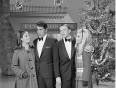 1967 - The Dean Martin Show - Christmas edition with Dean Frank and their daughters
