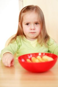 A dietician writes about getting kids eating healthy and dealing with food power struggles... I think her site will make a good reference in the future.