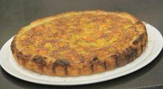 Pour préparer Quiche méditerranéenne, préparer la farce en mélangeant tous les ingrédients cités dans un saladier.sur un plan de travail fariné, abaisser la pâte à 3 mm d'épaisseur. à l'aide d'un rouleau à pâtisserie....