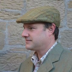 Hunters Tweed Golspie Cap In Knockfin Tweed Flat cap with deep back and crown Finished in the traditional way with Hessian interlining and hand-sewn