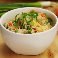 The BEST Fried Rice The BEST Fried Rice. This fried rice is loaded with veggies and only takes 20 minutes to make!<br> The BEST Fried Rice. This fried rice is loaded with veggies and only takes 20 minutes to make! Vegetarian Recipes, Cooking Recipes, Healthy Recipes, Healthy Food, Cooking Ham, Cheap Recipes, Fast Recipes, Cooking Turkey, Healthy Cooking