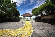 Garden wedding at the gazebo, Jimbaran, Indonesia - wedding package from AYANA Resort and Spa BALI - iBride.com