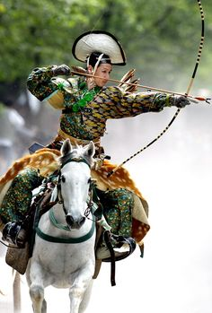 2005-8-7-martial-arts_japsn-archer.jpg (1382×2048) TRUE AIM: An archer dressed in traditional samurai garb displays Yabusame (archery while on horseback) during an annual demonstration of 13th century Japanese martial arts in Tokyo. (Yoshikazu Tsuno/AFP/Getty Images)