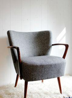 Fauteuil scandinave | design, décoration, intérieur. Plus d'dées sur http://www.bocadolobo.com/en/inspiration-and-ideas/