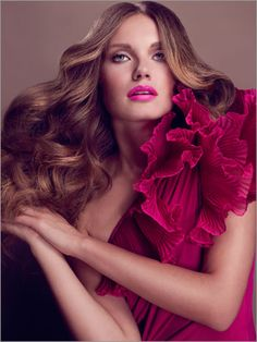 Holiday makeup: Get this look with a signature pro blowout & makeup at Craft Salon & Style Bar! #HoustonTX