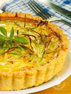 La Quiche con porri e crescenza è una vera delizia per il palato, una base fragrante farcita con un morbido ripieno. Low Carb Breakfast, Breakfast Recipes, Savory Tart, Antipasto, Finger Foods, Italian Recipes, Good Food, Brunch, Food And Drink