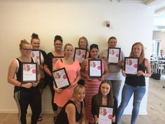 Negle kursus hos Nail4you i august, disse smukke piger er netop blive uddannet negleteknikere. Vores 4 dages basis kursus koster 2199,-