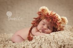 This Lion Hat is too cute for words... I just may need to get this for my nephew!