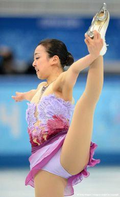 Japanese Figure Skater, Women Figure, Figure Skating, Ice Skating, Prom Dresses, Formal Dresses, Winter Olympics, Female Athletes, Gymnastics