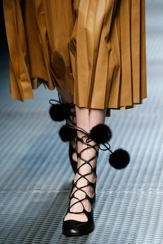 Gucci black leather lace-up flats