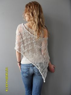 28 Ideas Crochet Summer Poncho Products For 2019 Crochet Mittens Pattern, Poncho Knitting Patterns, Knitted Poncho, Crochet Jacket, Crochet Shawl, Pull Crochet, Crochet For Beginners Blanket, Summer Knitting, Crochet Summer