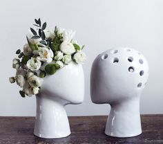 Do you remember Chia Pets? They were a lot of fun, but not particularly pretty. The Wig,a head-shaped ceramic vase from designer Tania da Cruz, provides all the fun of a Chia Pet and a lot more style. Chia Pet, Ceramic Vase, Ceramic Pottery, Head Shapes, Flower Vases, Flower Vase Design, Flower Decoration, Flower Pots, Floral Arrangements