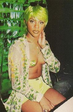 Now this is the lil kim I enjoyed best. Hey youngins in the nikki manaj era-SHE DID IT FIRST!!!
