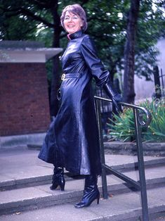 Long Leather Coat, Leather Trench Coat, Leather Gloves, Black Leather, Vintage Boots, Vintage Leather, Latex Wear, Vinyl Clothing, Langer Mantel