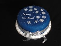 Bespoke Bakery - Cakes for Special Occasions! Based in Basingstoke, Hampshire - Christmas Cakes Fondant Christmas Cake, Christmas Themed Cake, Christmas Cake Designs, Christmas Cake Decorations, Christmas Cupcakes, Holiday Cakes, Christmas Desserts, Xmas Cakes, Xmas Food