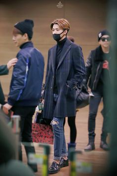 http://officialkoreanfashion.blogspot.com/2015/03/exo-sehun-airport-fashion.html?utm_source=feedburner