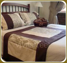 Fotos de PIECERAS GAMUZA-COJINES-REGALOS-ROPA DE CAMA Patterned Furniture, Bed Table, Linen Bedroom, Bed Runner, Comfy Bed, Duvet Bedding, Bed Duvet Covers, Beautiful Bedrooms, Comfortable Fashion