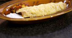 De Mexicaanse keuken is wereldwijd populair. Daarom serveert Jeroen vandaag eerlijke fastfood met een sombrero erop. Enchilada's zijn dichtgevouwen of opgerolde zachte tortilla's met een rijkelijke vulling. En ja, er mag al eens een blik open getrokken worden. Een koude saus met frisse zure room, limoen en koriander drijft het genot nog lichtjes op. Àndale, àndale!extra materiaal:een ruime ovenschaaleen fijne rasp