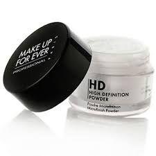 paso 4. aplicar polvo traslucido para eliminar el brillo en frente, nariz y barbilla. Usalo en color blanco pues se adapta a cualquier tono de piel.