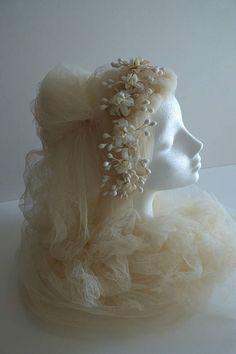 Adorable parure de mariee. Vintage bridal headdress. UK 1950s.