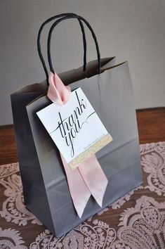 Thank You Bags, Thank You Gifts, Creative Gift Wrapping, Creative Gifts, Wrapping Gifts, Paper Bag Wrapping, Kraft Bag, Wedding Gift Bags, Wedding Favors