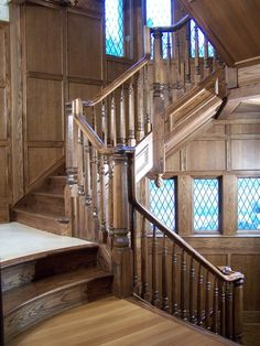 floor differences.....Baluster: V9 Octagon  Newel: V5      Rail: V with Caps  Stair Style:   Closed End with Picture Frame Molding